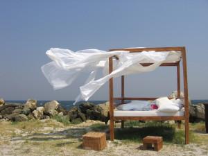 beach-bed-1553542-1600x1200